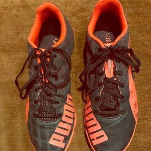 Men's size 7 Puma indoor soccer shoes
